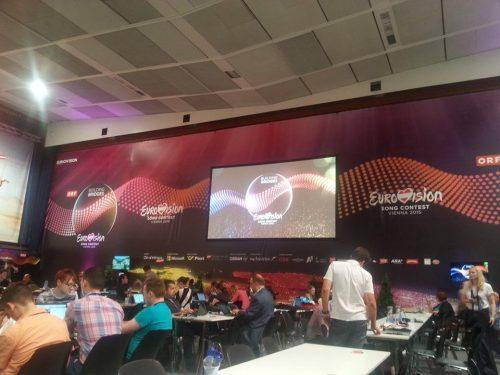 Didysis ekranas. Tokių ekranų spaudos centre yra du.